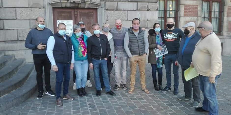 Stationnement supprimé dans le quartier La Roue à Anderlecht : une dizaine de riverains ont manifesté au conseil communal