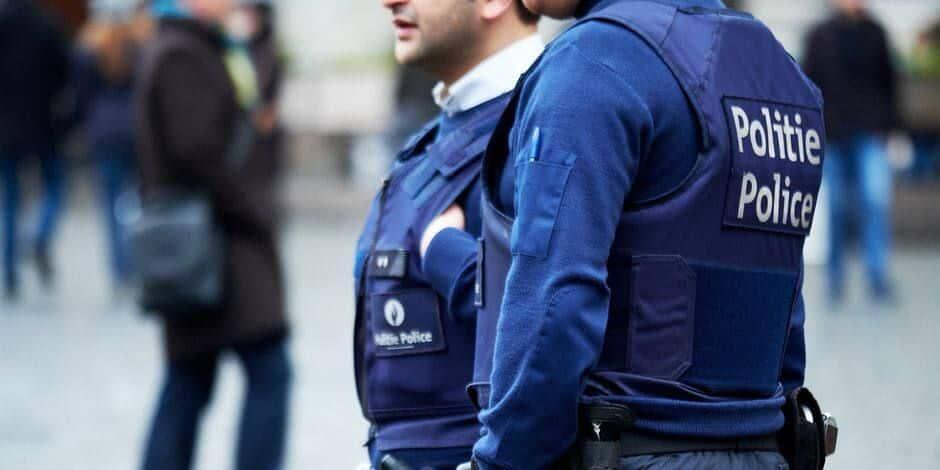 Bruno menace les policiers avec une hachette lors d'une grosse bagarre entre deux groupes à Marchienne-au-Pont