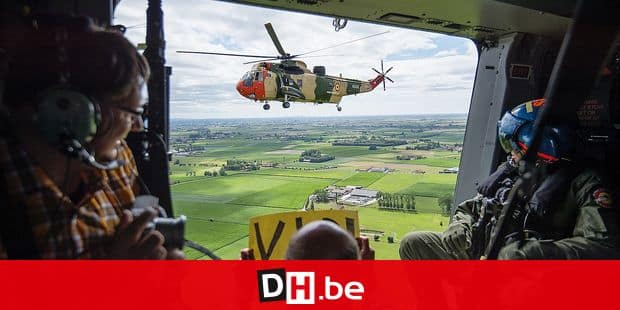 20150721 - BRUSSELS, BELGIUM: Illustration picture shows an aerial view of the RS02 westland Sea King from the NH90 TTH on the Belgian National Day, Tuesday 21 July 2015, in Brussels. BELGA PHOTO LAURIE DIEFFEMBACQ