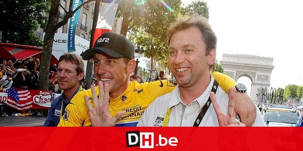 *** TODAY'S BELGA ARCHIVE PICTURE *** epa000488641 American Lance Armstrong (L) of Discovery Channel Team and the team's sports director Belgian Johan Bruyneel (R) parade on the Champs-Elysees after the 21st and last stage of the 2005 Tour de France cycling race, Sunday 24 July 2005 in Paris. Armstrong won his seventh Tour de France Sunday. EPA/SRDJAN SUKI