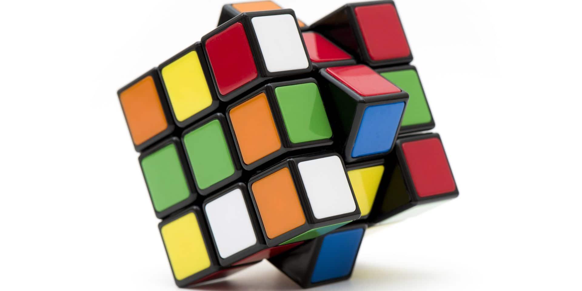 Istanbul,,Turkey.,October,2,,2017.,Huge,3x3,Rubik's,Cube,On