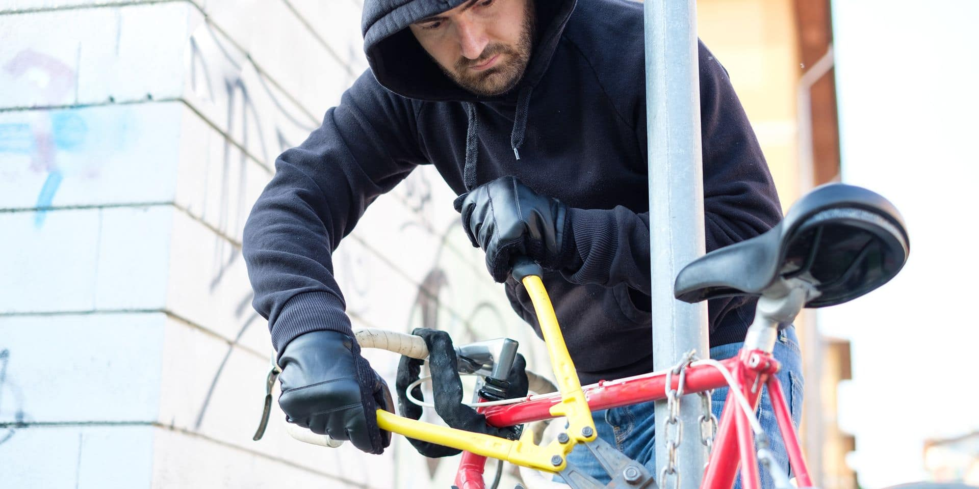 Thief,Stealing,A,Parked,Bike,In,The,City,Street