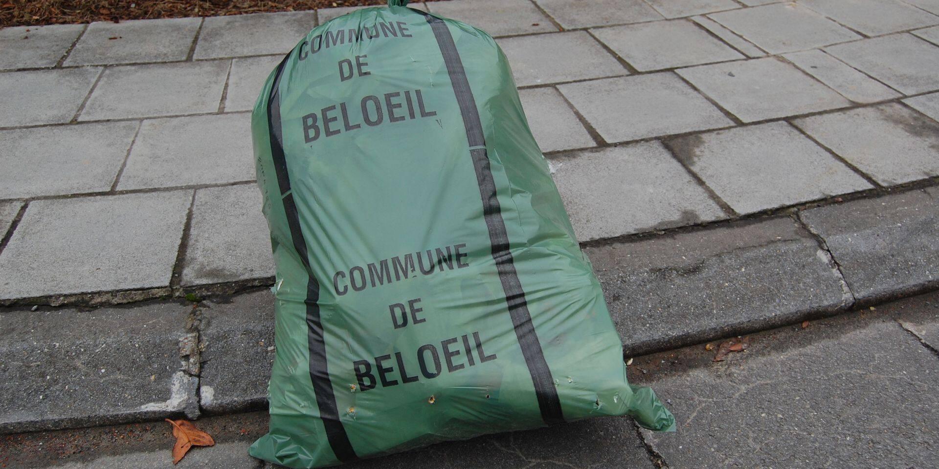 Beloeil : distribution des sacs-poubelle suspendue