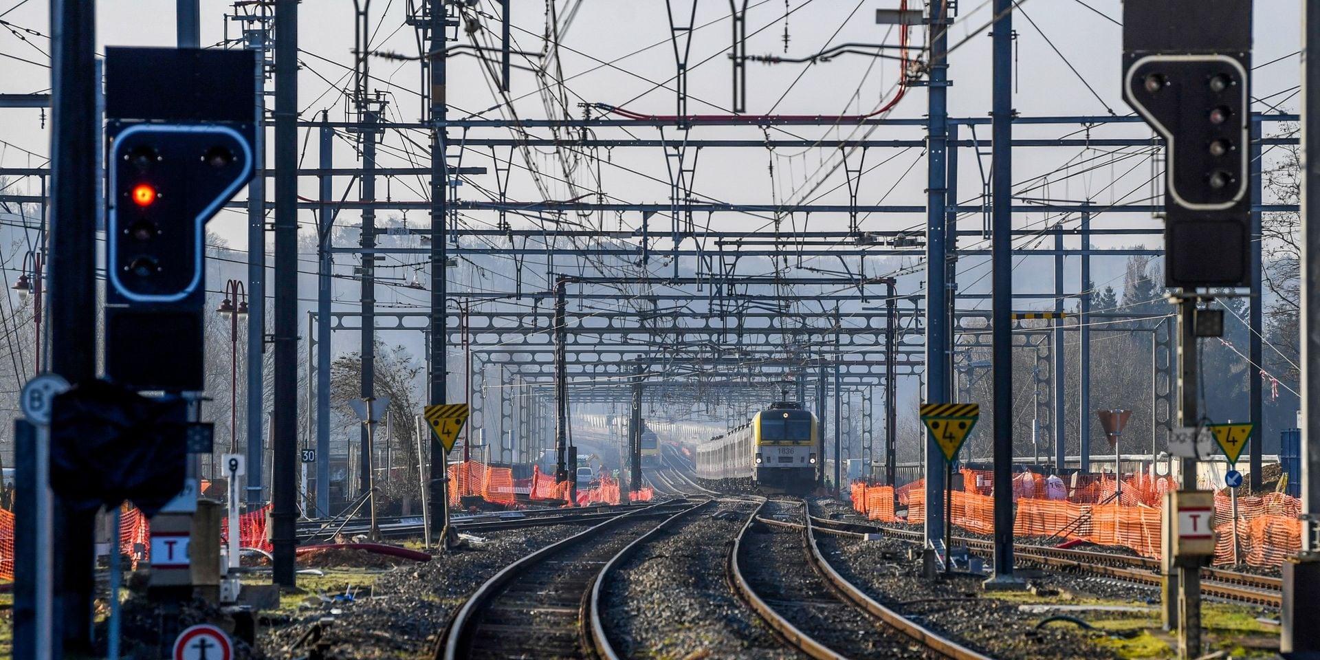 Fortes perturbations sur le rail entre Bruxelles et Namur ce lundi matin