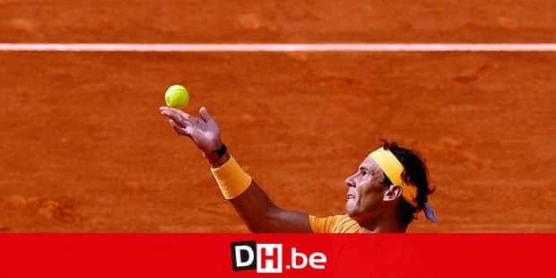 Spain's Rafael Nadal serves to Austria's Dominic Thiem during their ATP Madrid Open quarter-final tennis match at the Caja Magica in Madrid on May 11, 2018. / AFP PHOTO / OSCAR DEL POZO