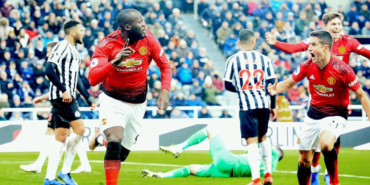Manchester United's Belgian striker Romelu Lukaku (L) celebrates scoring the opening goal during the English Premier League football match between Newcastle United and Manchester United at St James' Park in Newcastle-upon-Tyne, north east England on January 2, 2019. (Photo by Lindsey PARNABY / AFP) / RESTRICTED TO EDITORIAL USE. No use with unauthorized audio, video, data, fixture lists, club/league logos or 'live' services. Online in-match use limited to 120 images. An additional 40 images may be used in extra time. No video emulation. Social media in-match use limited to 120 images. An additional 40 images may be used in extra time. No use in betting publications, games or single club/league/player publications. /