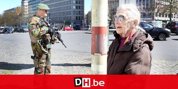 Reportage à Bruxelles avec les Chasseurs ardennais militaires dans les rues military brussels armee belge avec le colonel goodman et Laurent merci de masquer les visages photos ERIC GUIDICELLI