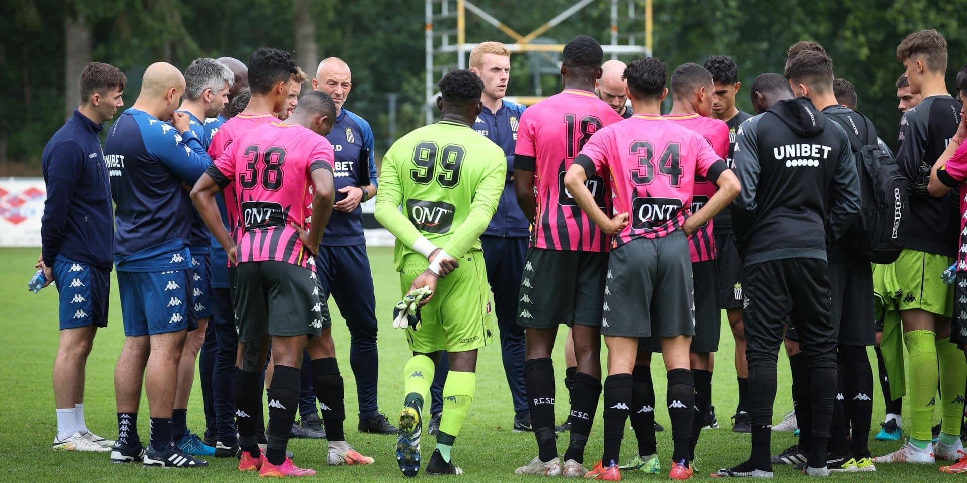 """Le maillot pour la prochaine saison du Sporting Charleroi dévoilé : """"Juste noir. Et blanc"""""""