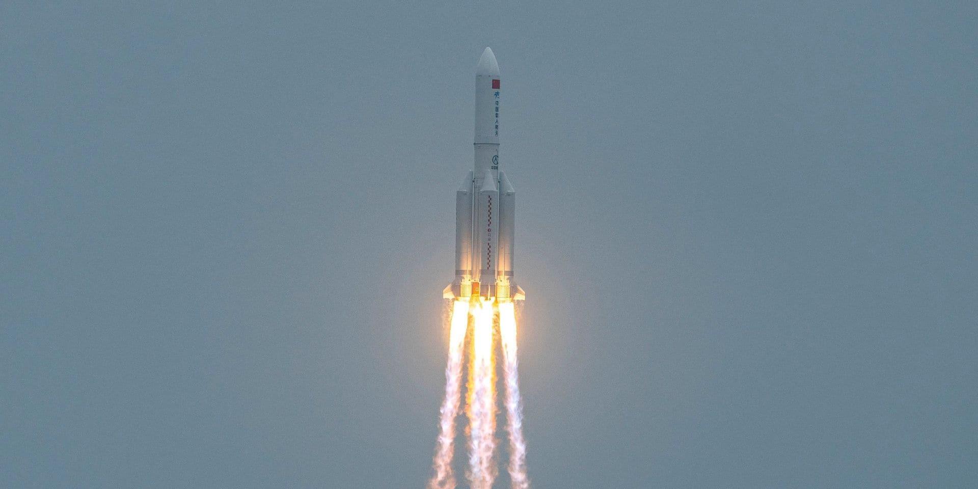 Une partie de la fusée chinoise hors de contrôle s'est désintégrée au-dessus de l'océan indien
