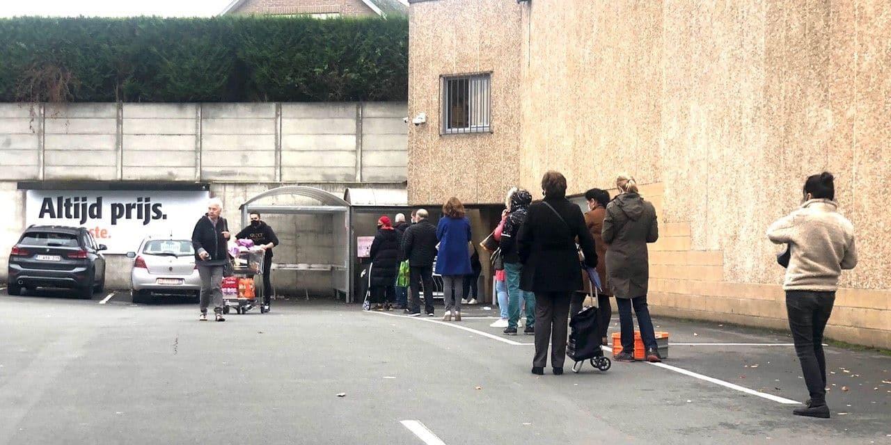 Retour des files devant les magasins: les Belges recommencent à faire des stocks en vue d'un reconfinement