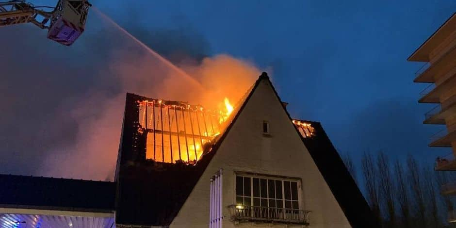 Incendie de toiture dans une maison inhabitée à Herrmann-Debroux