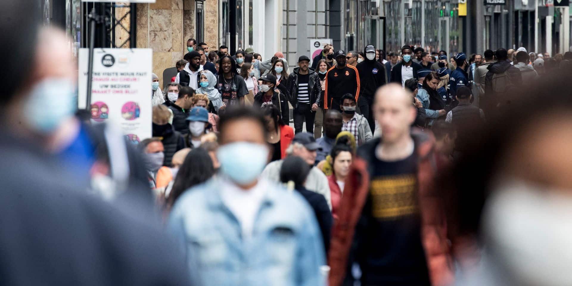 """A Bruxelles, les chiffres du Covid continuent à se détériorer: """"Nous remarquons un relâchement inquiétant"""""""