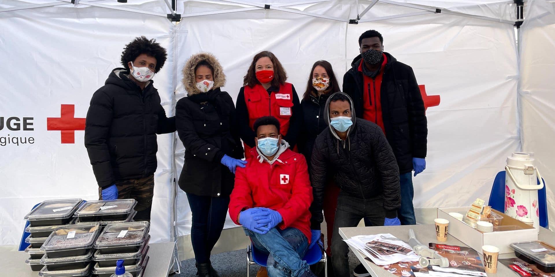 Couvin : des demandeurs d'asile cuisinent pour les bénéficiaires de la Croix-Rouge