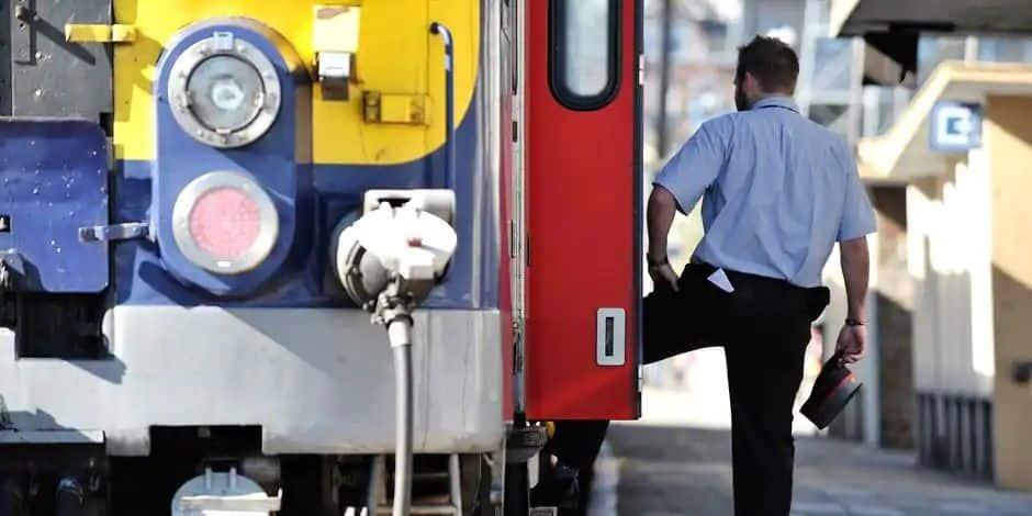 Il veut imposer un arrêt supplémentaire au train et menace l'accompagnateur de train de mort à Rochefort