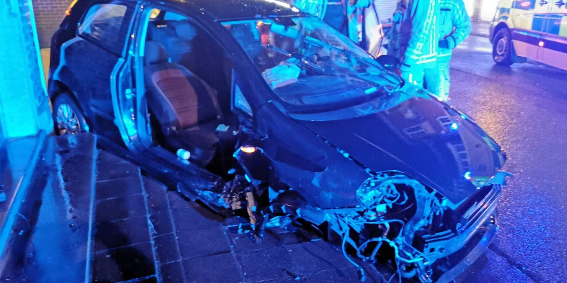 Un grave accident de voiture à Jumet la nuit passée a fait deux blessés