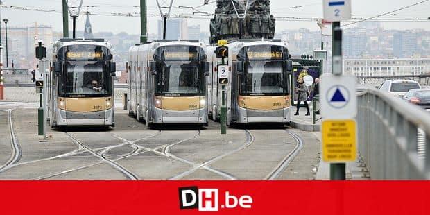 Stib tram voyageur billet ticket mobilité transport ville Bruxelles contrôleur rail