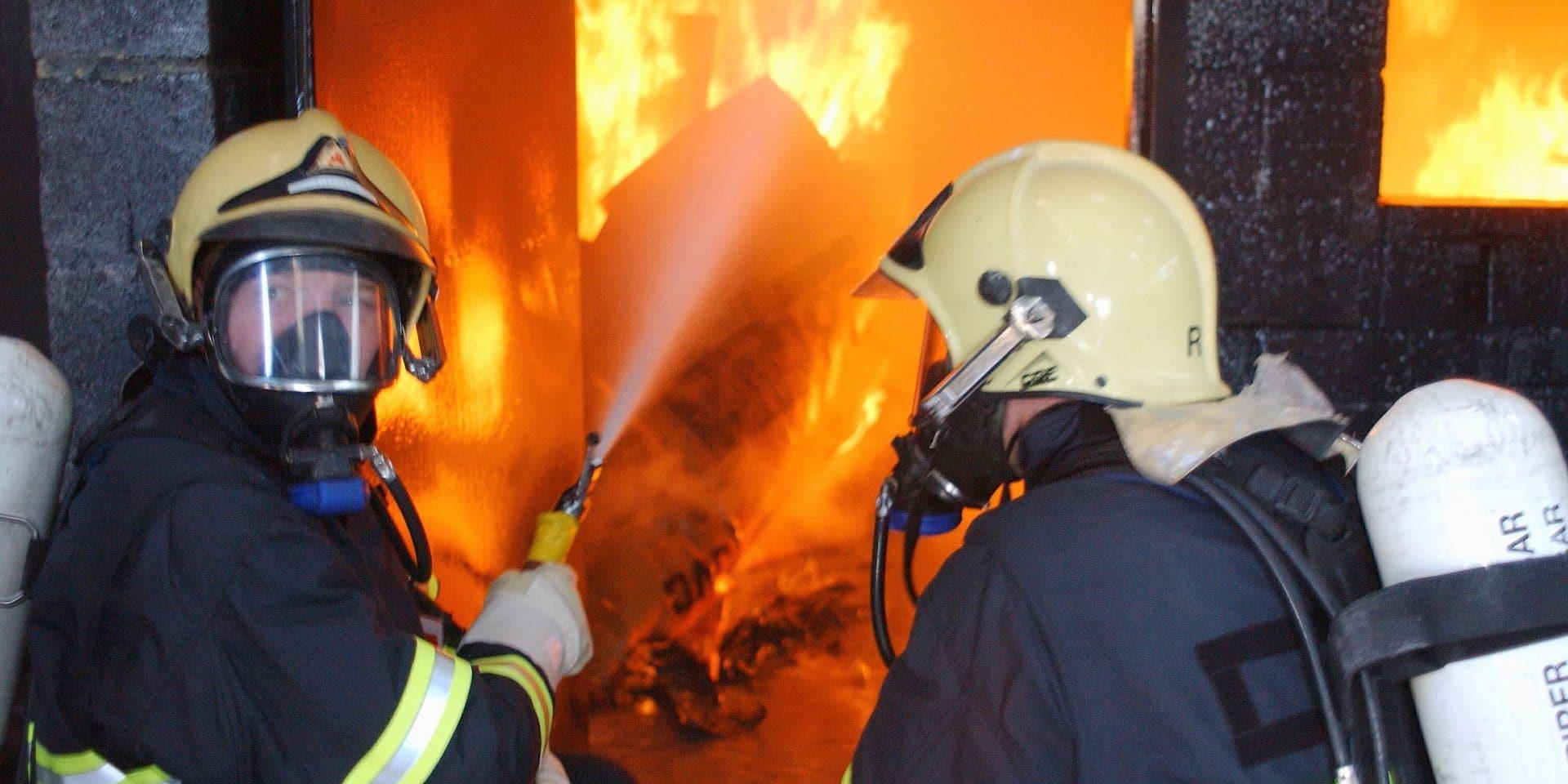 Incendie volontaire d'une habitation à Wavre : les occupants de la maison voisine évacués