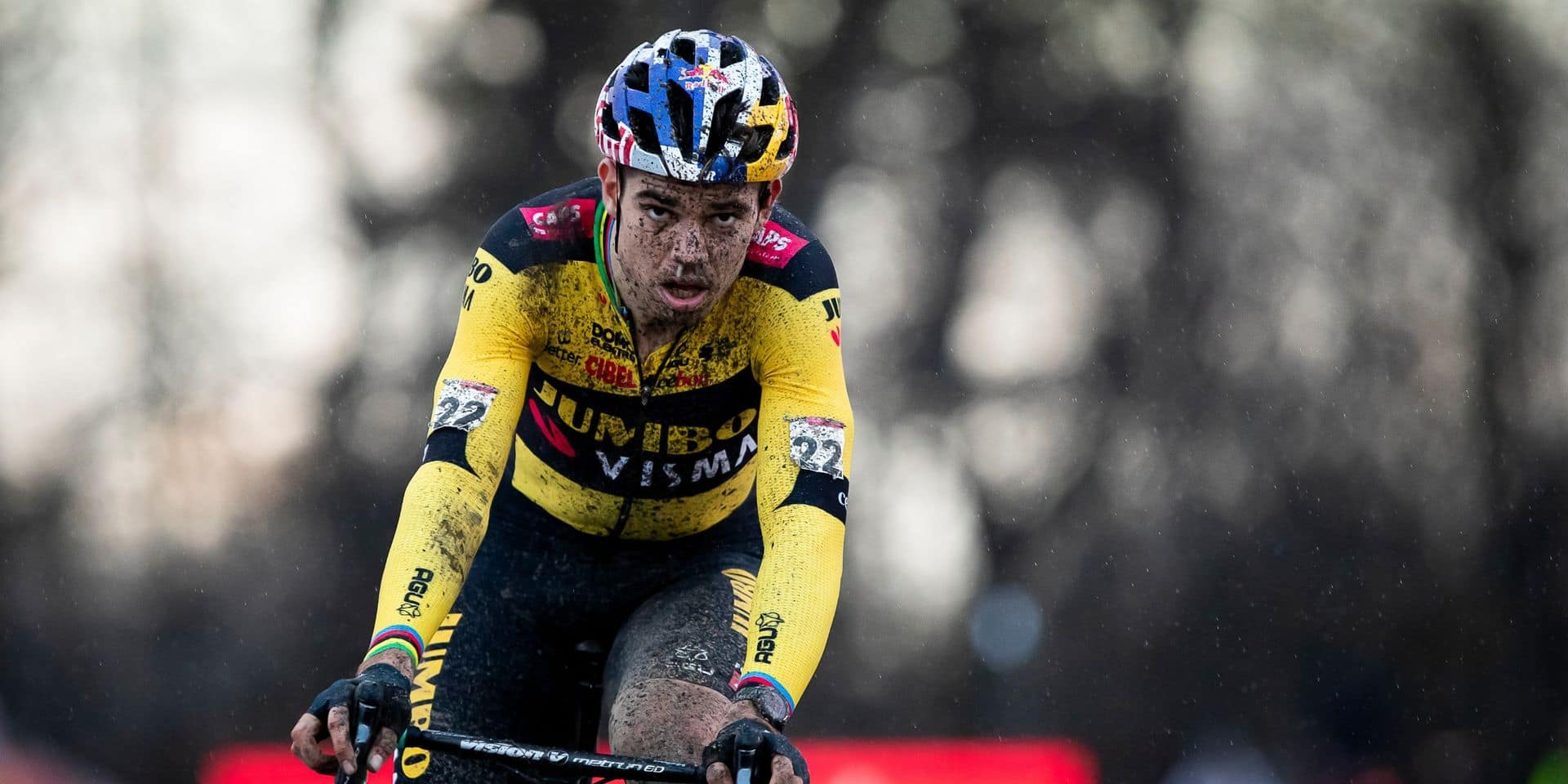 Cyclo-cross : Wout Van Aert s'impose devant Mathieu Van der Poel à Herentals