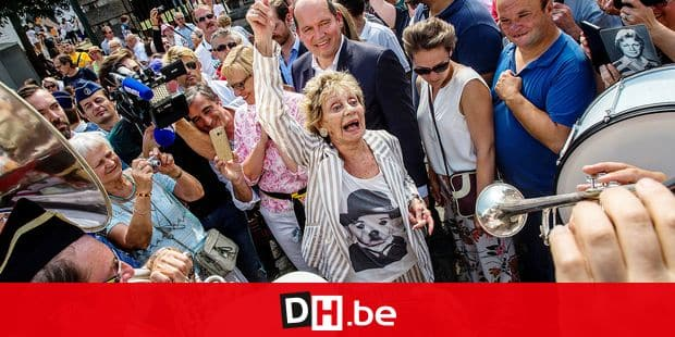 Actress Annie Cordy is greeted by fans, as she arrives for the opening of a park named after Belgian singer and actress Baroness Leonie Cooreman aka Annie Cordy in Laeken - Laken, Brussels, Sunday 08 July 2018. BELGA PHOTO HATIM KAGHAT