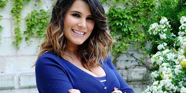 La nouvelle émission de Karine Ferri, Chéri, épouse-moi maintenant, provoque le tollé sur les réseaux sociaux - La DH
