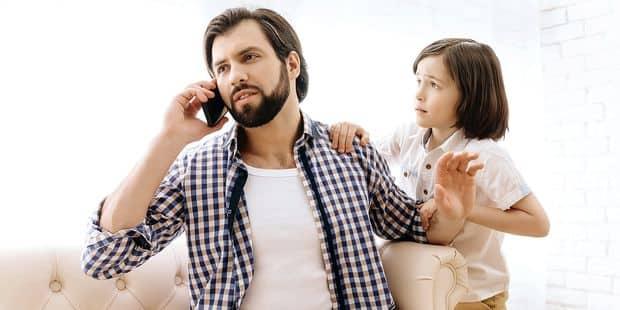 Vous êtes parent, et accro à votre smartphone ? Attention : le bien-être et la santé de vos enfants en pâtissent ! - La ...