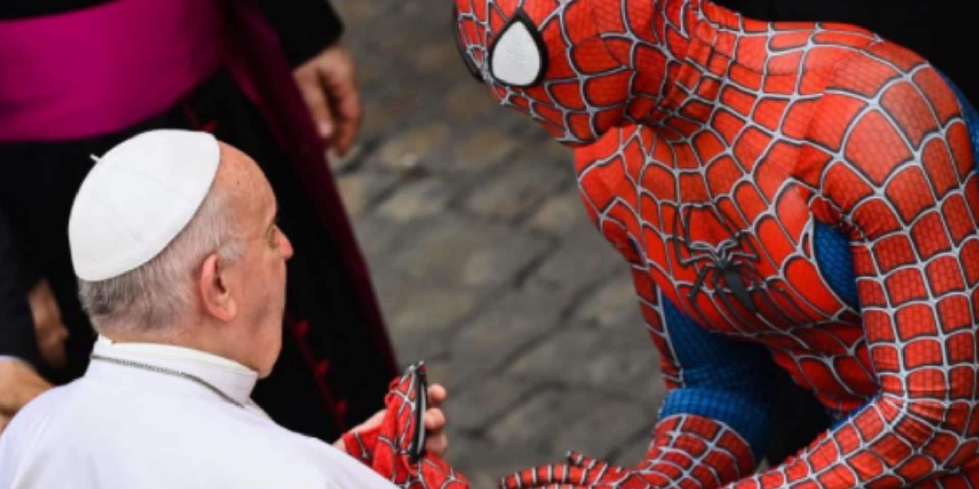 """""""Spider-Man"""" reçu en audience par le pape"""