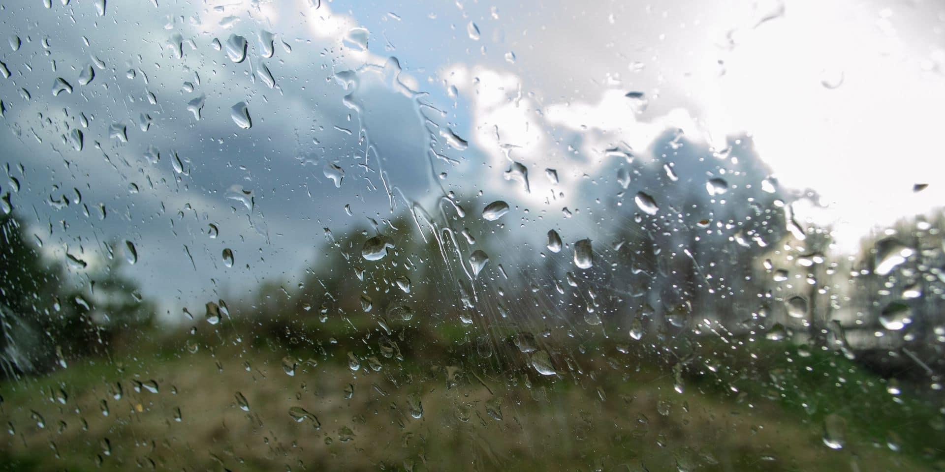 Nuages et pluies de retour ce jeudi, un coup de tonnerre est également possible à certains endroits