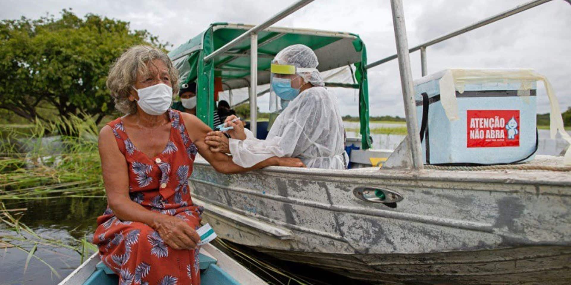 Vaccinations clandestines, ventes frauduleuses, vols à main armée: certains Brésiliens sont prêts à tout pour des vaccins anti-Covid