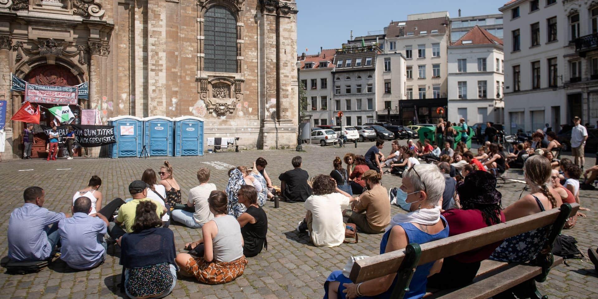 Grève de la faim: les sans-papiers veulent rester à l'église du Béguinage jusqu'au traitement des dossiers