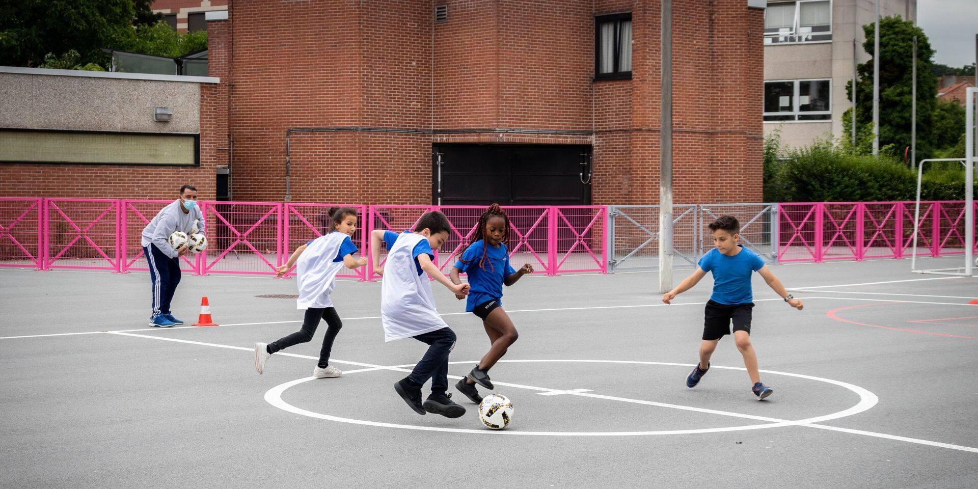 """Laeken : Des activités autour du football sont proposées aux élèves de primaire, """"Avec l'Euro, il y a un engouement'"""