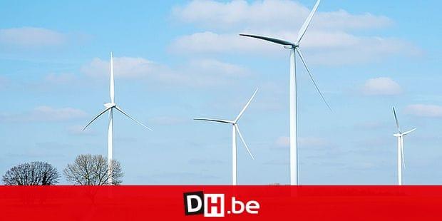 Wind farm in the middle of the fields. Electricity network with wind turbine Parc eolien au milieu des champs dans les campagnes Wallones. Reseau electrique Credit: JMQuinet/Reporters Reporters / QUINET