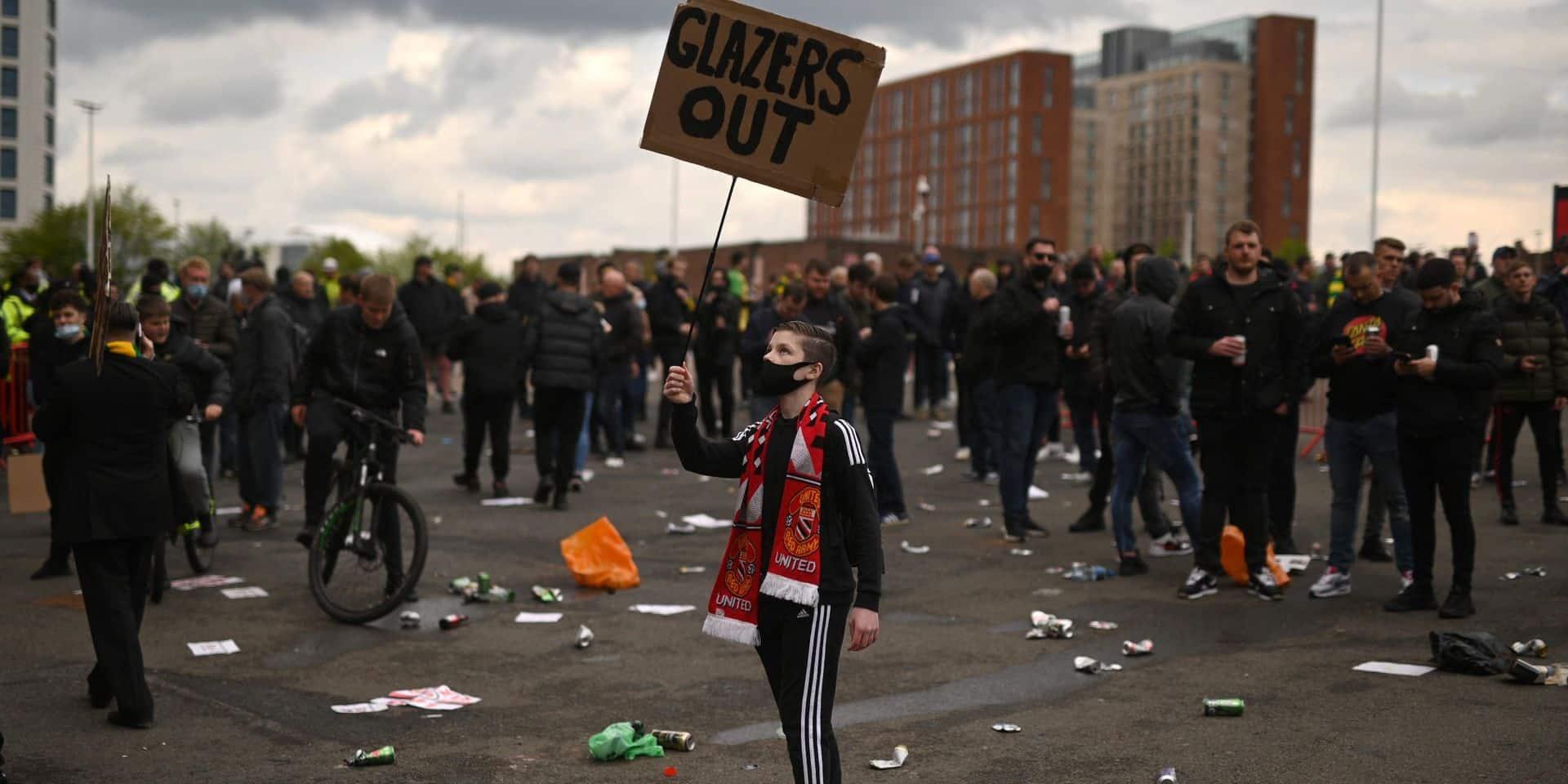Incidents à Old Trafford: la police ouvre une enquête, deux agents blessés