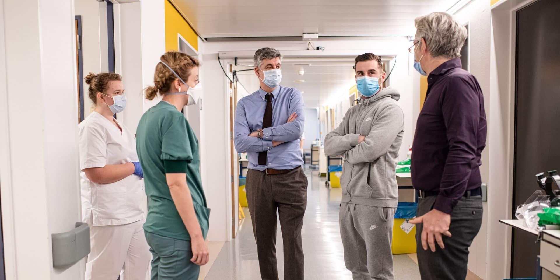"""Tuur Dierckx (Westerlo), organisateur d'une lockdown party, en visite dans un hôpital: """"Il a été confronté à la réalité et cela a clairement eu un impact majeur sur lui"""""""