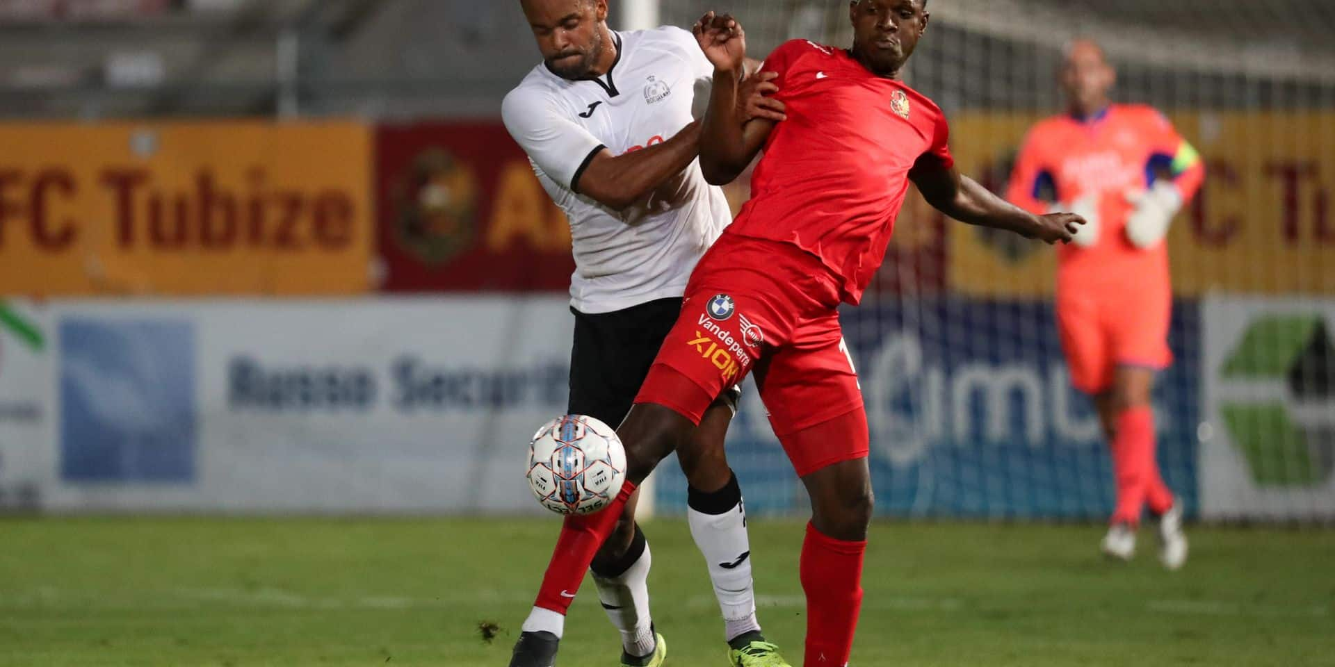 Roeselare's Francois Kompany and Tubize's Banou Diawara fight for the ball during a soccer game between Tubize and KSV Roeselare, in Tubize, Saturday 18 August 2018, on the third day of the division 1B Proximus League competition of the Belgian soccer championship. BELGA PHOTO VIRGINIE LEFOUR