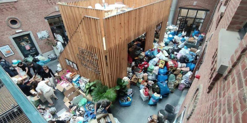 L'incroyable générosité des Bruxellois envers les sinistrés wallons : des tonnes de vêtements, denrées, etc. récoltées