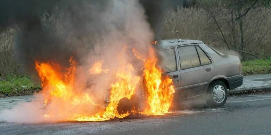 Herve: un véhicule en feu sur le viaduc de José