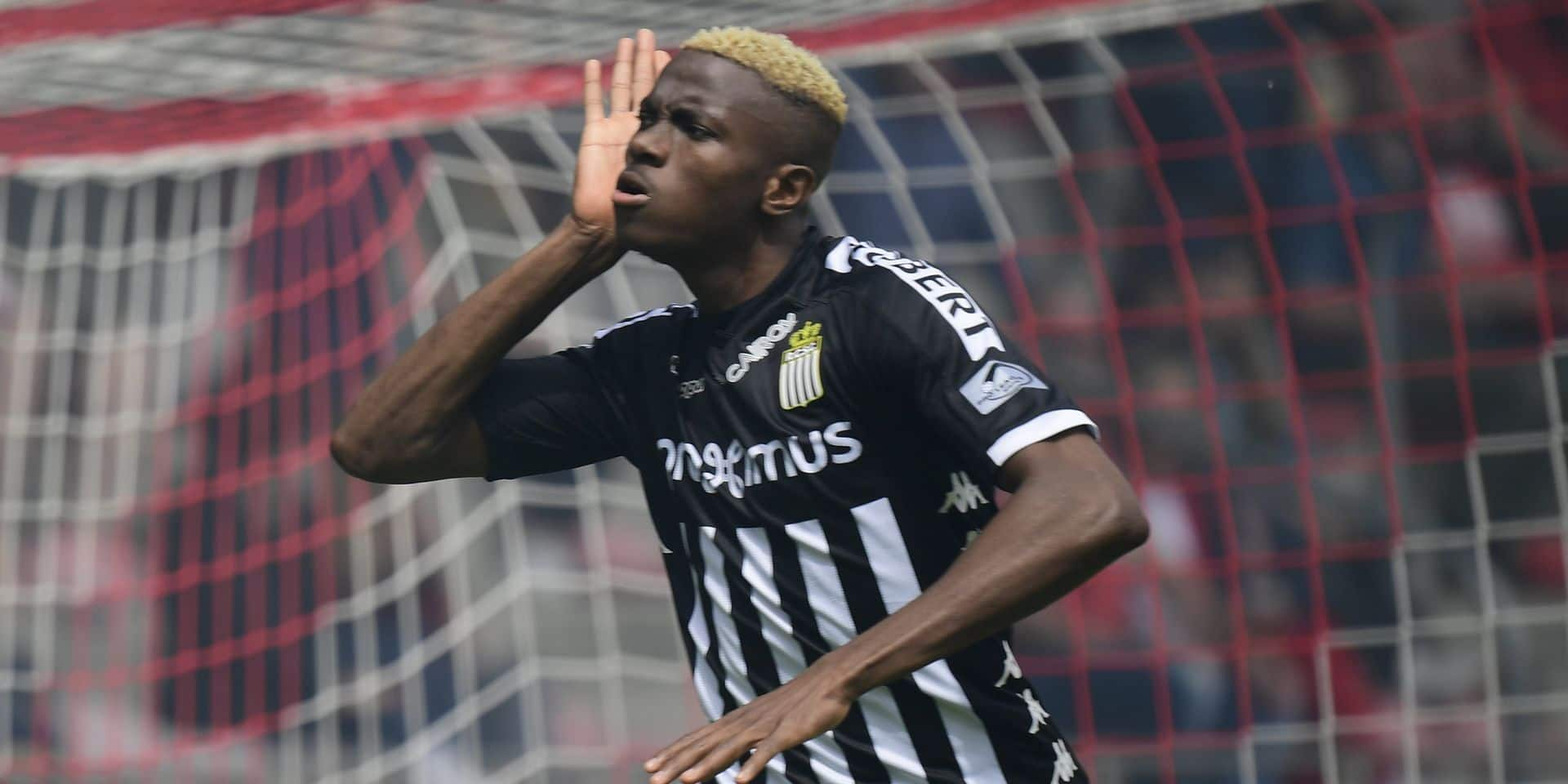 ANTWERPEN, BELGIUM - MAY 26 : Victor Osimhen forward of Charleroi celebrates scoring a goal during the Jupiler Pro League Europa League Play offs knockout match between Royal Antwerp FC and Sporting Charleroi on May 26, 2019 in Antwerpen, Belgium, 26/05/2019 ( Photo by {Byline:Pc} / Photonews