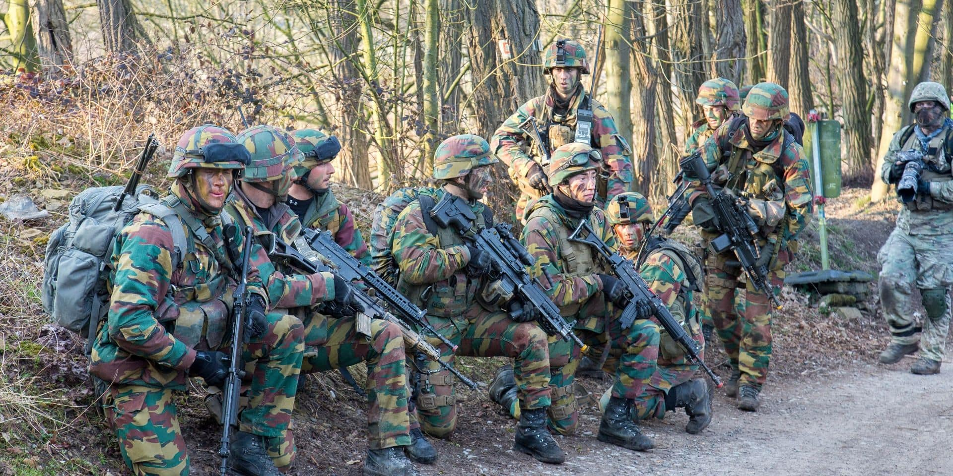 Pourquoi les militaires belges doivent s'entraîner à réutiliser cartes et compas