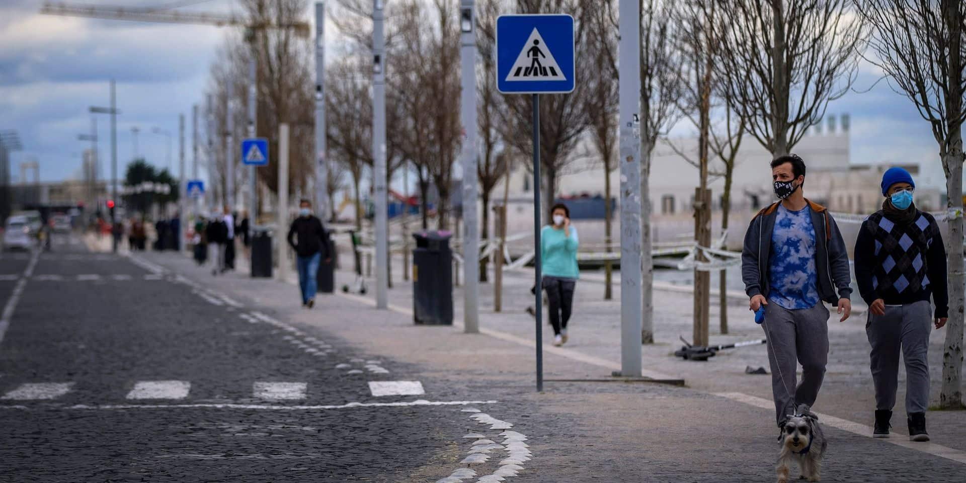 """Suivre l'exemple du Portugal pour reprendre le contrôle de la situation en Belgique? """"Ils sont passés de 16.000 à 467 contaminations par jour"""""""