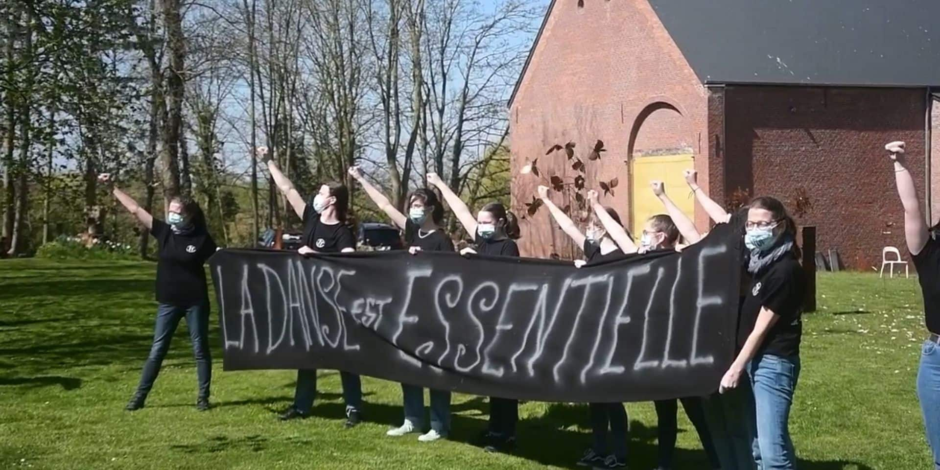 The Show Must Go On à Givry: un flashmob organisé par les danseurs du collectif Tous-en-Scène