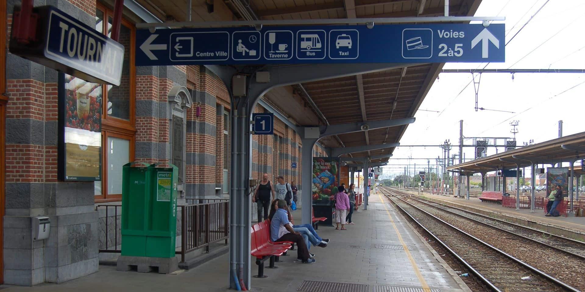 Tournai: une personne blessée après avoir été heurtée par un train