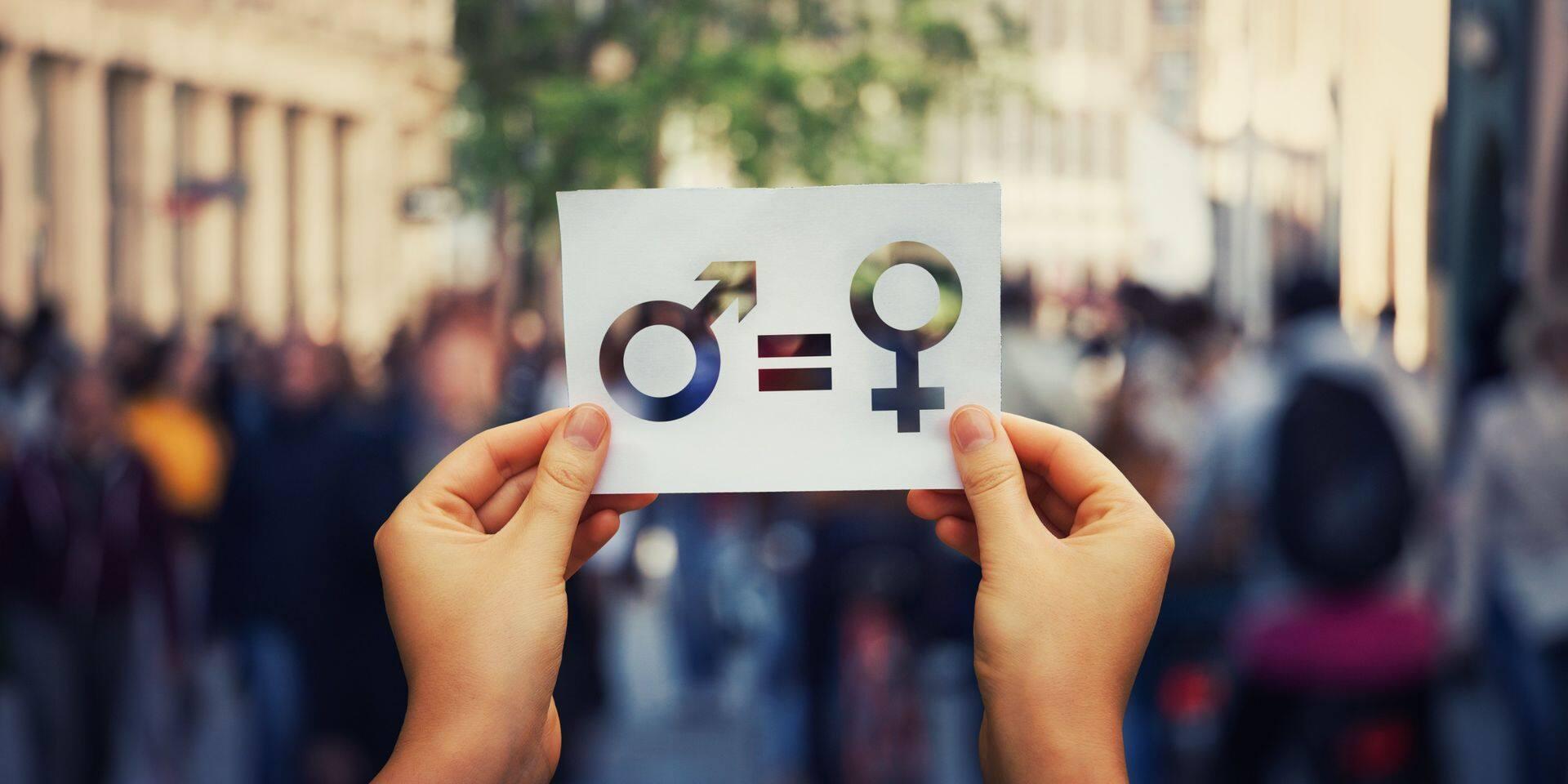 La pandémie aurait retardé les progrès vers l'égalité homme-femme d'une génération
