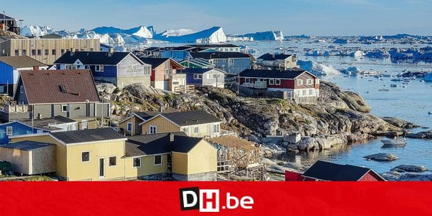 28.06.2018, Gronland, Denmark: Colorful houses of the coastal town of Ilulissat in western Greenland. The city is located on the Ilulissat Icefjord, which is known for its particularly large icebergs in Disko Bay. Photo: Patrick Pleul / dpa-Zentralbild / ZB | usage worldwide