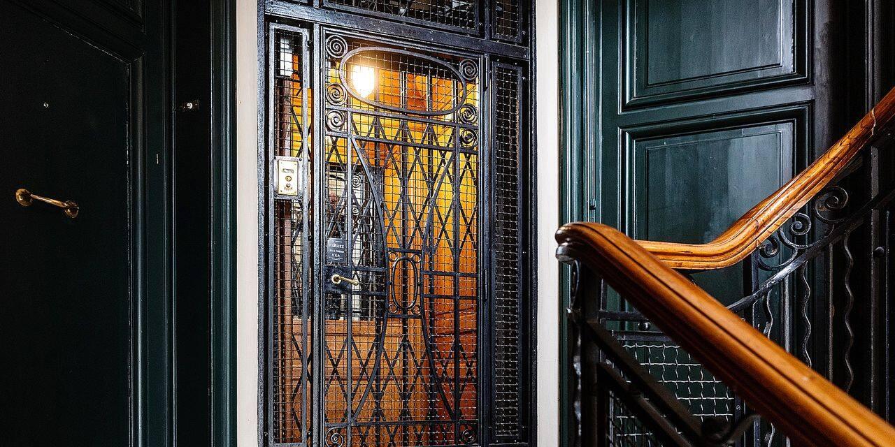 Les ascenseurs historiques de Bruxelles seront protégés de la modernisation obligatoire