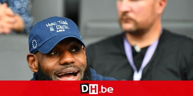 US basketball player LeBron James (L) sits in the stands during the International Stadium Festival (ISTAF) at the Olympiastadion in Berlin, Germany, 02 September 2018. Photo: Soeren Stache/dpa