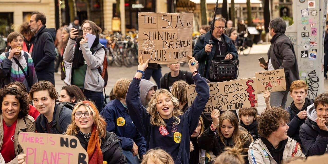 """Plus d'un millier de jeunes marchent pour le climat à Louvain-La-Neuve et à Gand: """"Il n'y a plus le choix"""""""