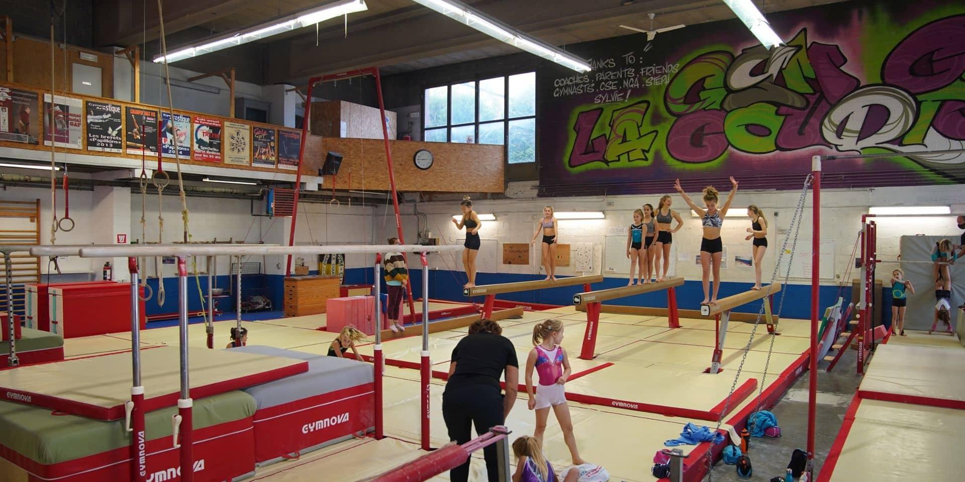 """La nouvelle salle de gym de Court-Saint-Étienne reportée à 2022: """"la faute à pas de chance"""""""