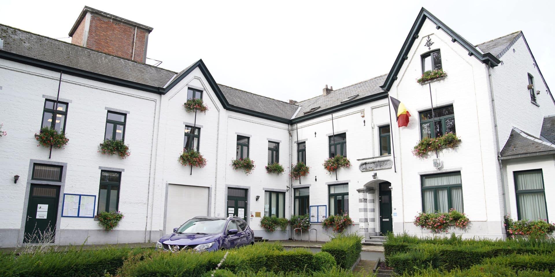 Un passe-droit à la vaccination pour le personnel communal de Court-Saint-Étienne? La commune s'en défend