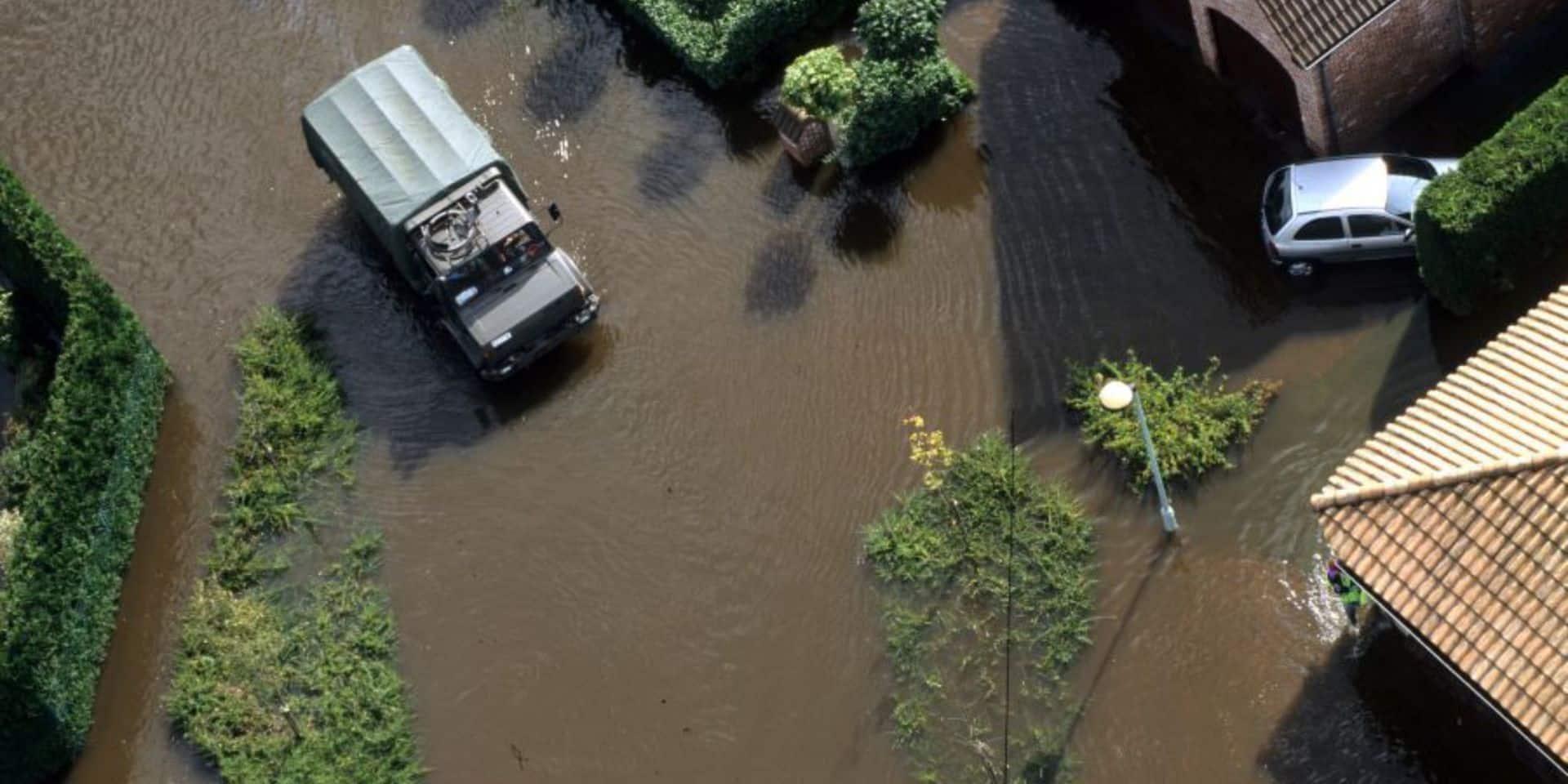 La Défense déploie ses camions, des bateaux et prépare ses hélicoptères pour les évacuations en province de Liège, Namur, Luxembourg et Limbourg