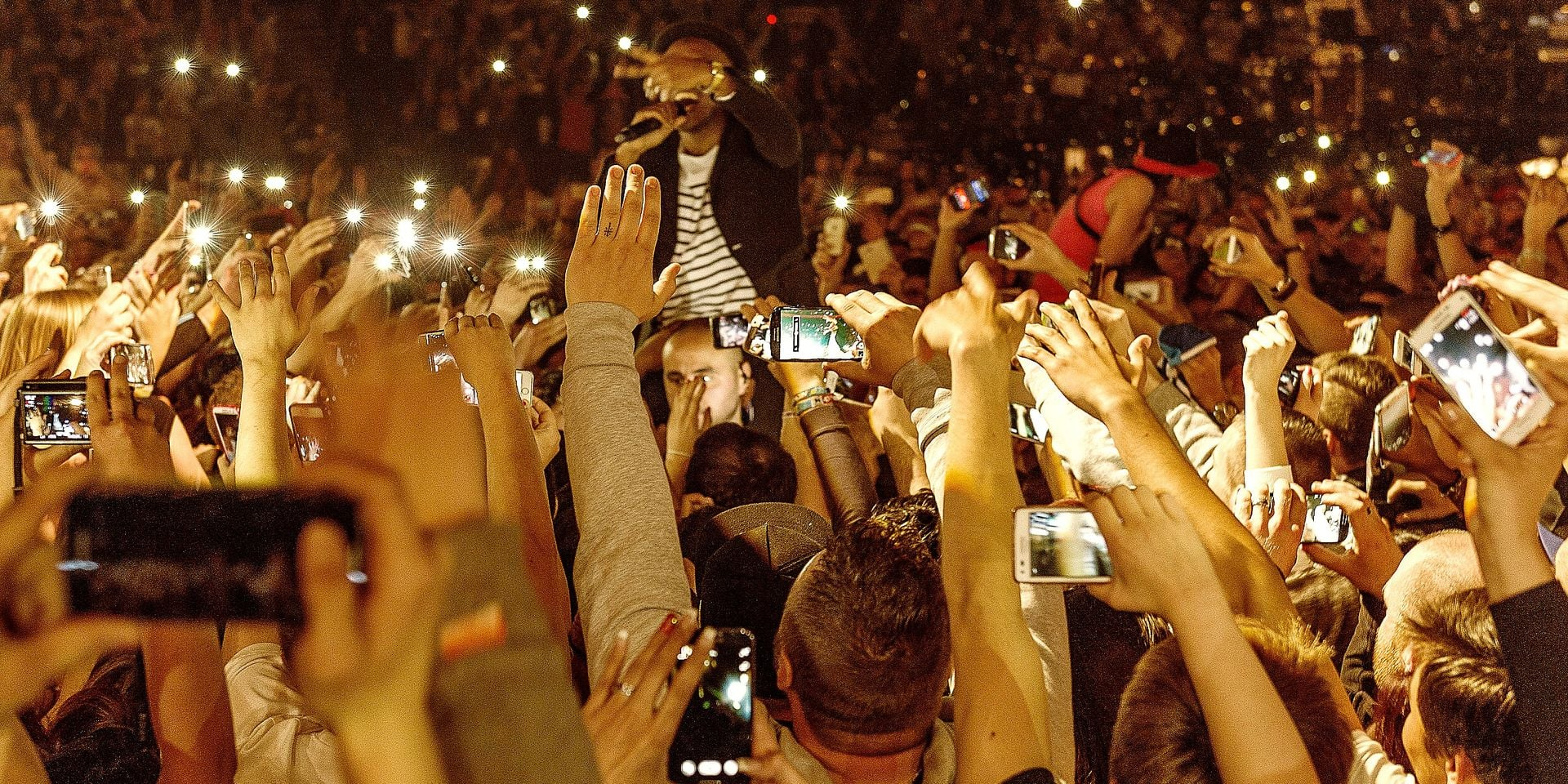 USING THE SMARTPHONE IN CONCERT